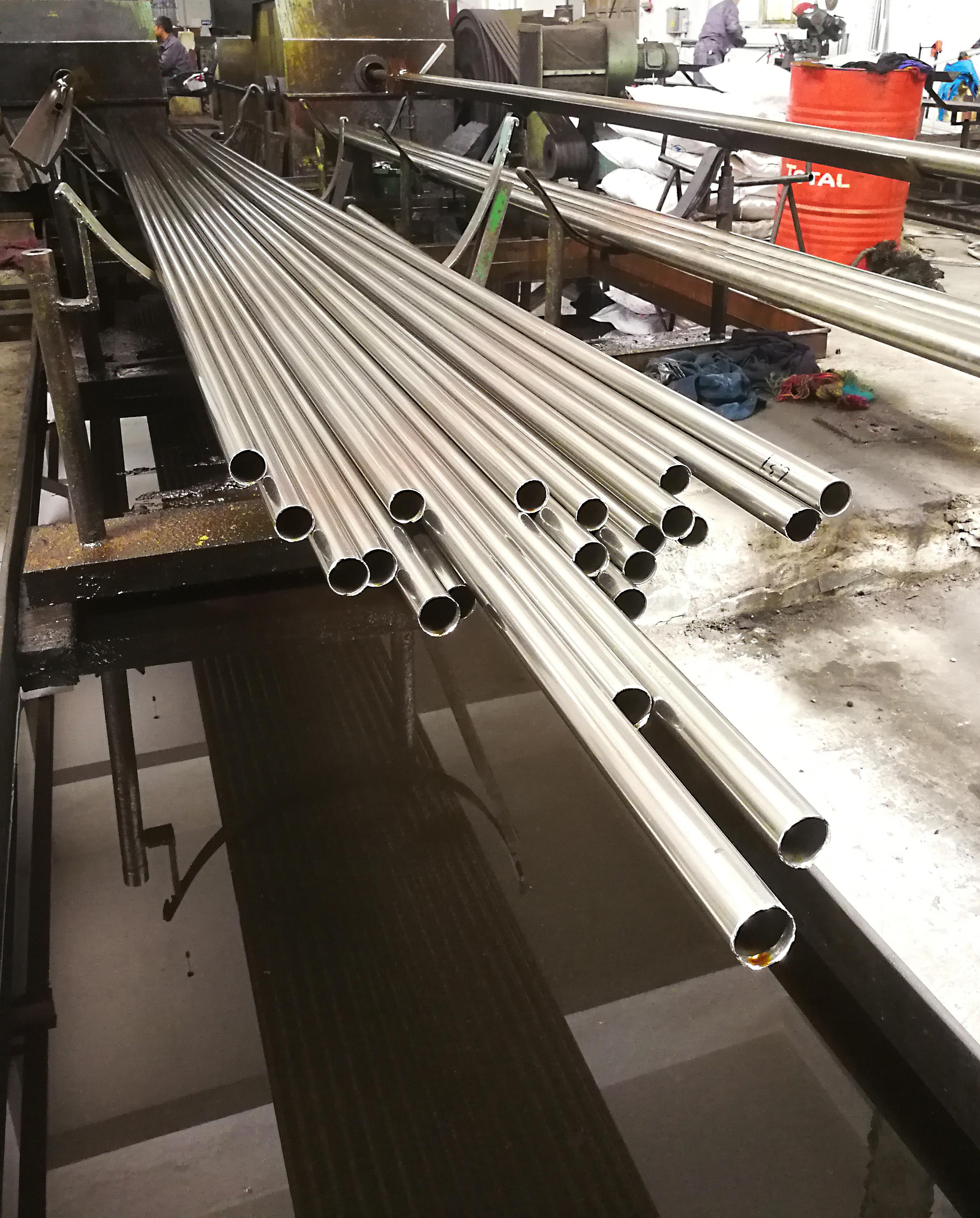 12.7*0.3精密不锈钢管采用TP316L不锈钢精轧HV5硬度≥325(图1)